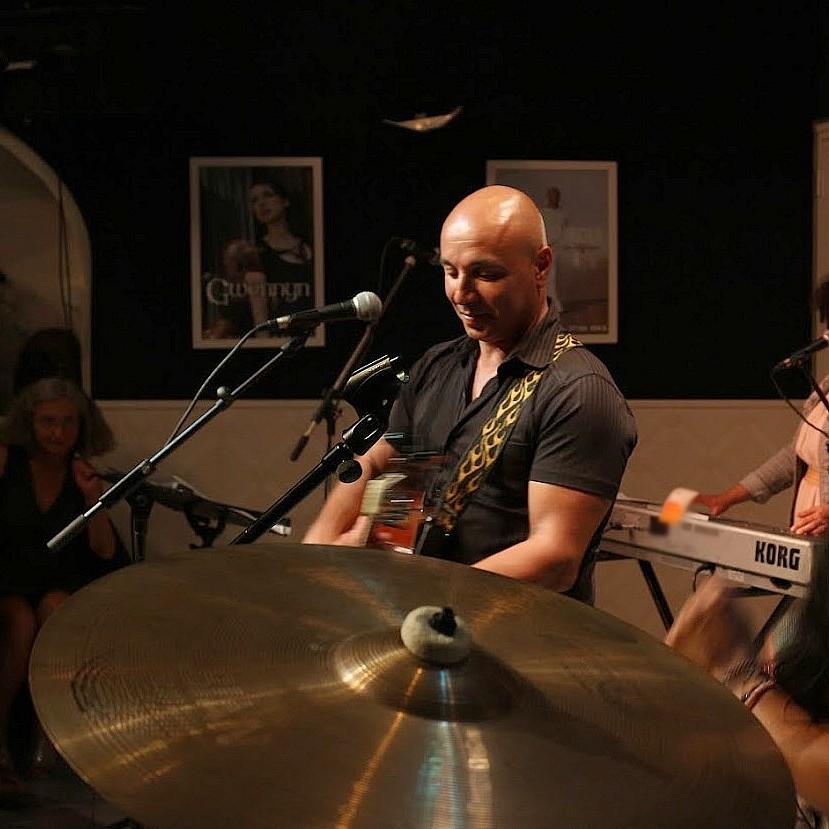 Camel Arioui auteur, chanteur, compositeur, guitariste